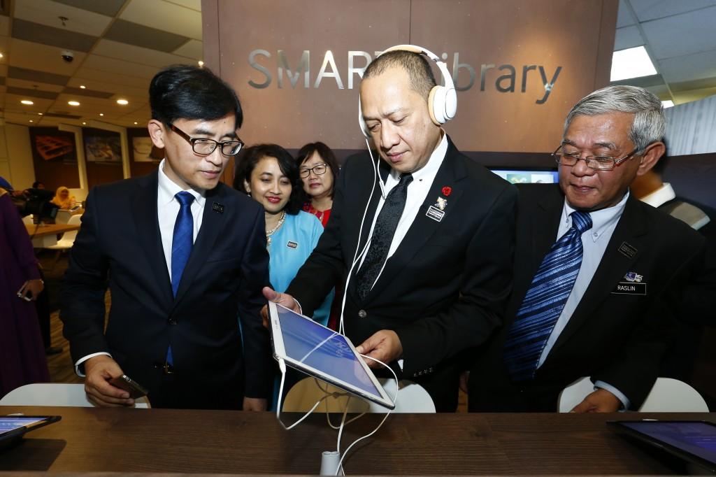 "Dato' Seri Nazri, Minister of Tourism trying out Samsung Note Pro 12"" inside Interactive Zone"
