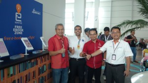 From left : Raslan Shahrin (Manager of Commercial Services MAHB), Faiz Al-Shahab (CEO of eSentral), Tuan Syed Munawar (CEO of Perbadanan Kota Buku), Mohd Fauzi Ahmad (Senior Manager of MAHB)
